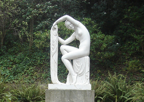 Jaume Ortero's Estival (Summery, 1929), makes a visit to these gardens worthwhile just to experience the harmony of this piece within its surroundings