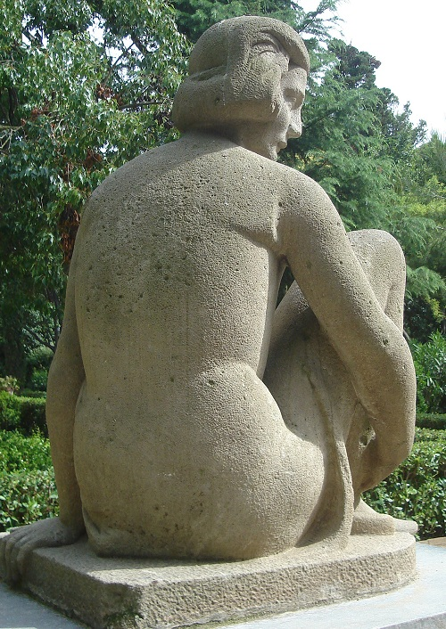 Repós (Rest, 1925) by Josep Viladomat, carved in rough stone that well suits her heavy repose