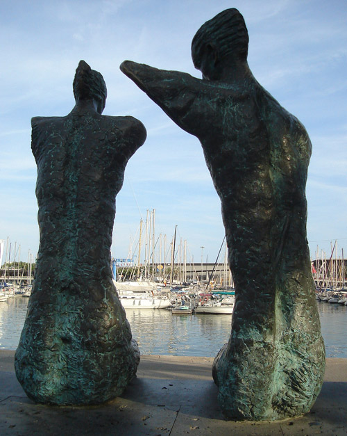 Image showing the abstracted couple from behind, Barcelona's Port Vell marina in the background