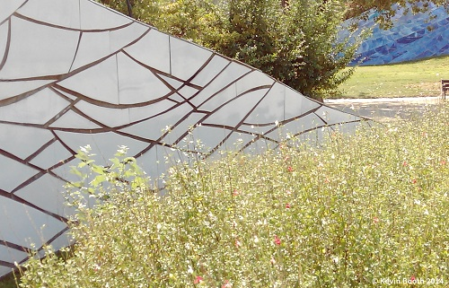 The vegetation has been selected to accentuate the sculpture