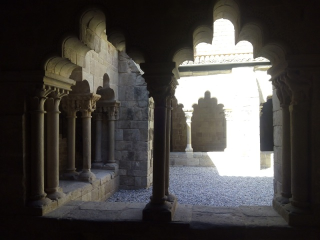 The cloister's arches, unique throughout Europe, reflect a strong Muslim influence, playing with volumes and depths in Arabic style
